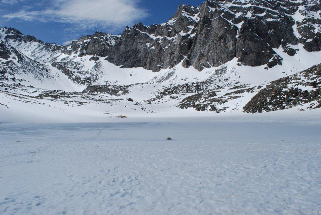 Озеро перед подъемом на Мунку-Сардык