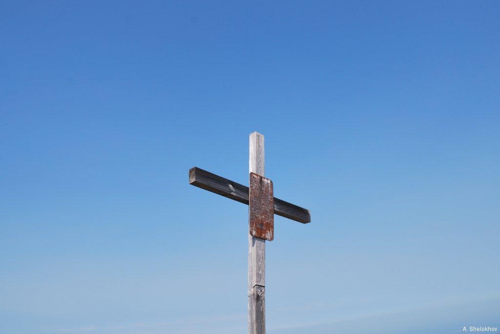 Крест на вершине Пика Черского