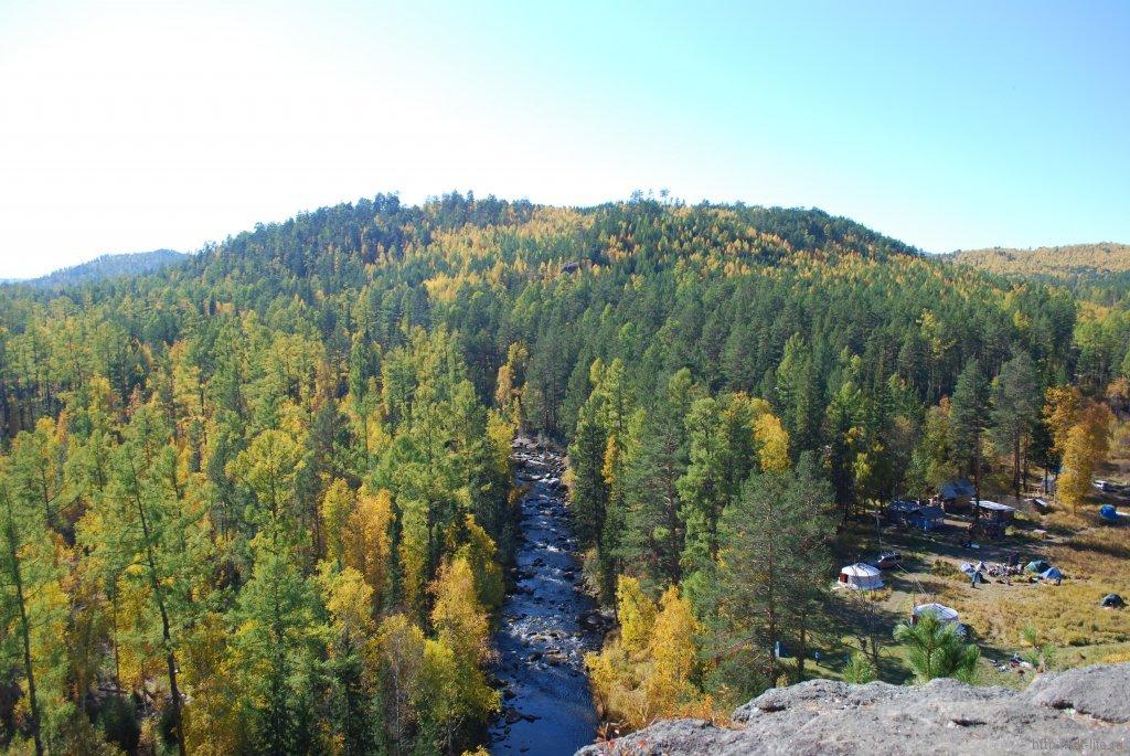Вид со скалы Витязь.