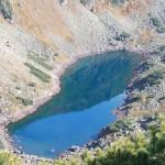Горное озеро с перевала