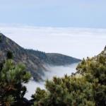 Байкал затянут тучами и туманом