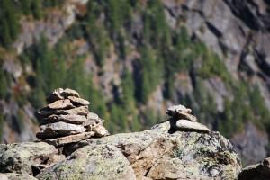 Пирамидки туров на перевале